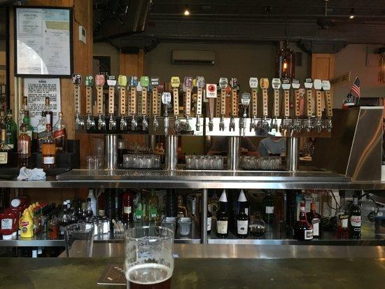 Wynkoop Brewing Company : Lots of taps