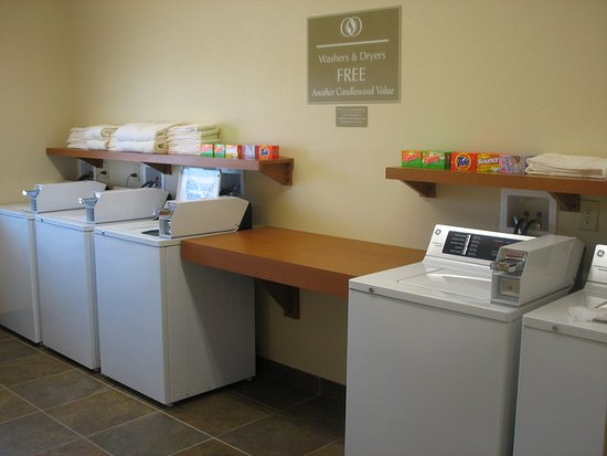 Candlewood Suites Indianapolis Northwest: Guest Laundry Open 24 Hours