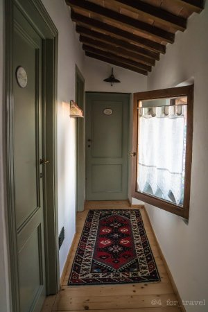 Agriturismo Marciano: Hallway to guestrooms