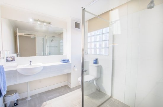 Riverboat Lodge: Bathroom