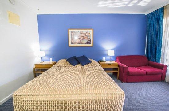 Riverboat Lodge: Queen Room