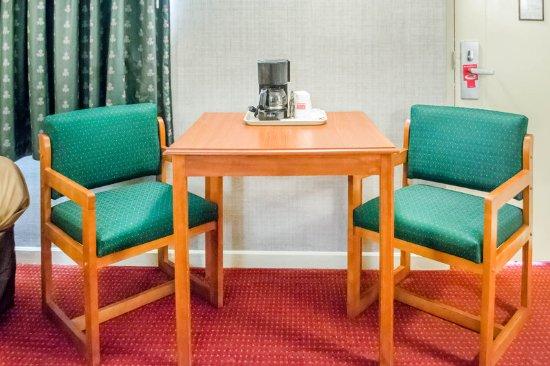 Newton Falls, OH: Guest room