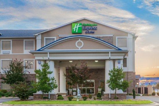 Clarksville, AR: Hotel Exterior