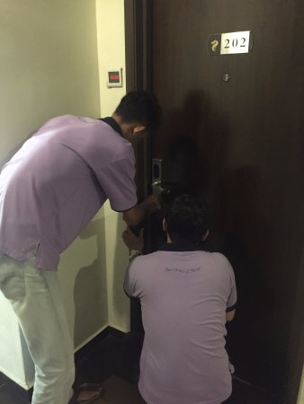 Teluk Intan, มาเลเซีย: Issue with keycard stuck in the slot