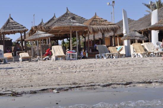 Yadis Djerba Golf Thalasso & Spa: вид на пляж со строны моря