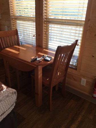 Hanksville, Γιούτα: Table/chairs.