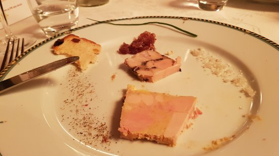 Meyreuil, Frankreich: foie gras maison aux olives et fameux dessert aux caissons !