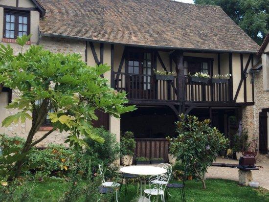 Saint-Pierre-de-Bailleul, Francia: une aile de la maison