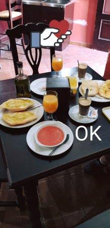 Huevar, Hiszpania: Desayuno Genial.