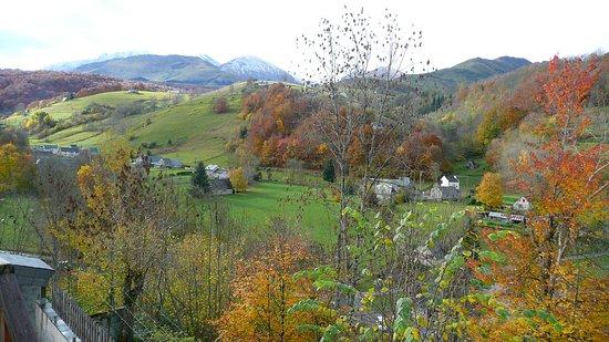 Campan, Frankrike: La vallée en automne vue depuis chez nous