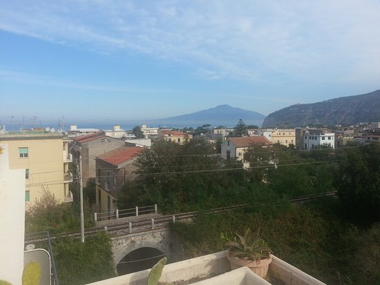 Hotel Club Sorrento: beautiful views but trains so close!