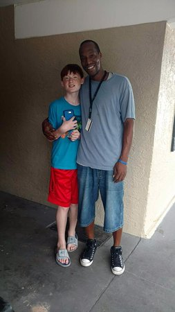 Executive Inn Panama City Beach: My son Jacob with Karon, a friendly hotel staff member, who Jacob took a liking to.