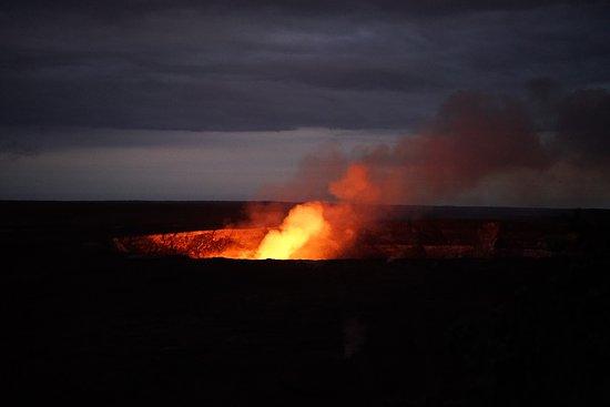 The Volcano Van Private Tours: Lava glow