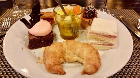 Sheraton Tucuman Hotel: Un plato opcional de los Te de la tarde, hay muchas opciones mas...