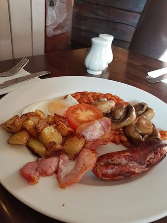 Sampford Peverell, UK: This is a SMALL English breakfast