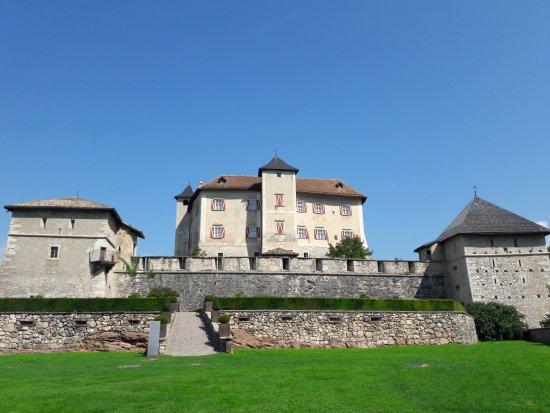 Castel Thun: Vista generale