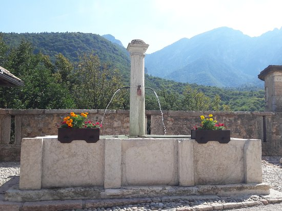 Castel Thun: fontanile interno