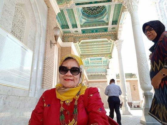 Imam Bokhari Mausoleum: Ornamen indah dari plafon kompleks Mausoleum Imam AL. Bukhari, Samarkand