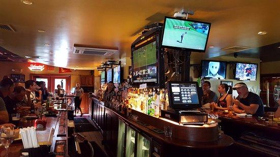Glastonbury, CT: Bar Scene
