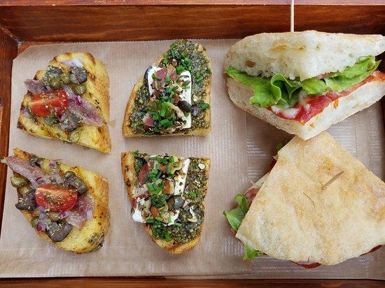 Foto de heritage i croatian food i snack bar zagreb for Food bar zagreb
