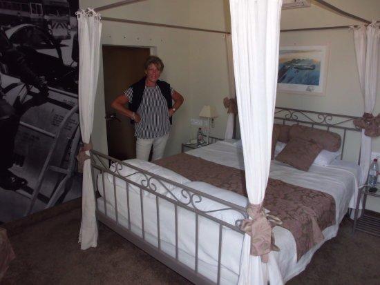 Hotel Le Glacier : we werden upgradet naar de bruid suite , prachtige ruime kamer met alles er op en aan !