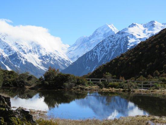 Mt. Cook Village, New Zealand: 山頂にある池