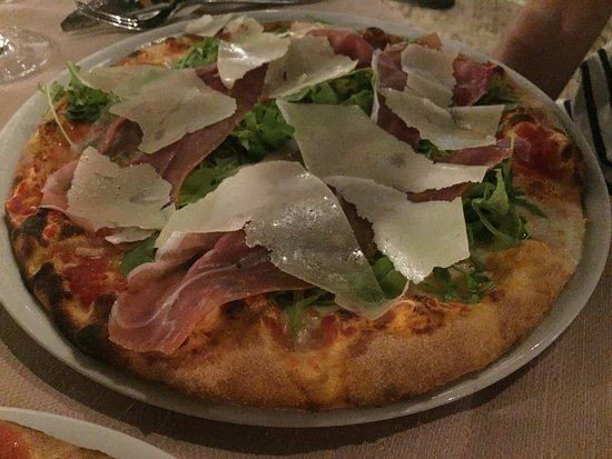 Pizza in der Villa Antigone