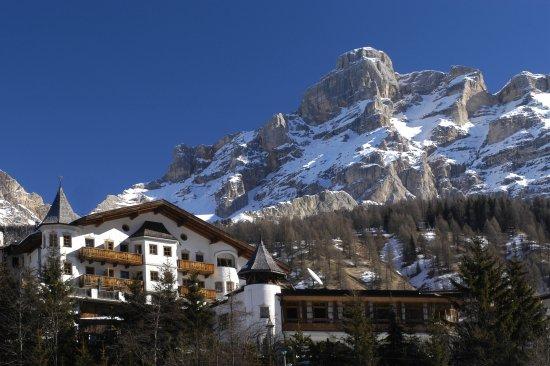 Hotel & Spa Rosa Alpina : Hotel in winter