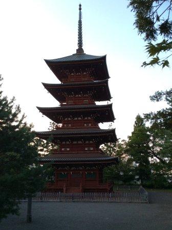 Saishoin Temple: 敵か味方かに問わず供養するために建てられた五重の塔