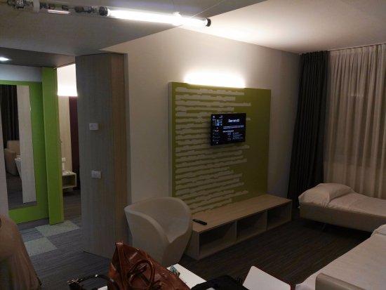 Il salotto con i due divani letto bild von hotel ibis styles