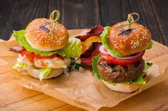 Casa del Myaso : Мини-бургеры с мраморной говядиной и цыпленком