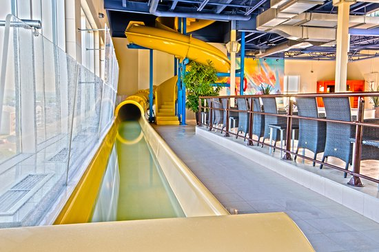 Glissade d 39 eau int rieure indoor water slide picture for Glissade d eau interieur