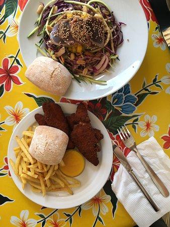 Chiringuito Tangana: Ensalada Thai con atún y fingers de pollo tiernos!