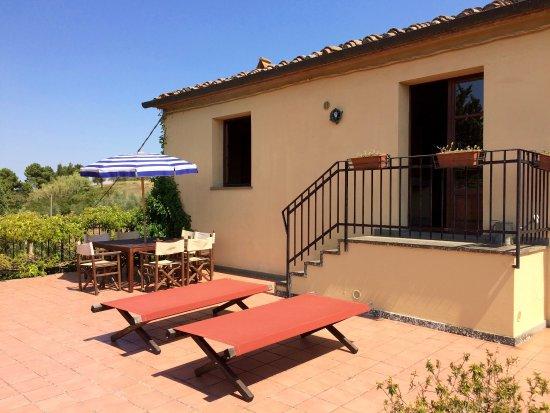 Agriturismo La Palazzina e Orchidea Bed&Breakfast: terrazzo privato di un appartamento