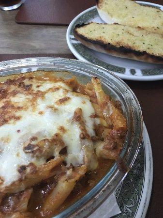 Restaurant Minuet: Marcello special and garlic bread