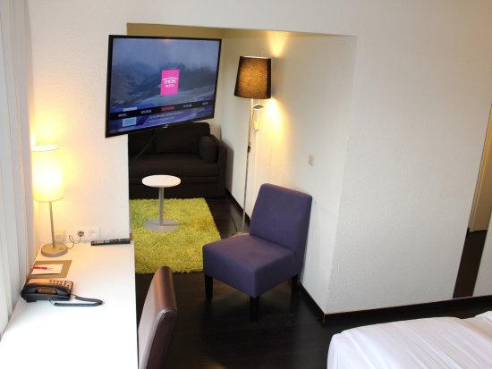 Diegem, Belgium: Room, Smart TV, Nespresso