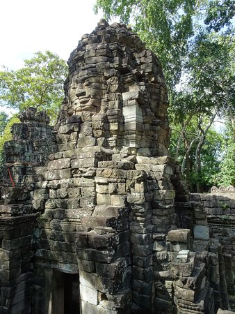 Banteay Meanchey Province, Cambodia: 塔が残っている場所もあります。