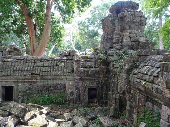 Banteay Meanchey Province, Cambodia: デバターが彫刻されています。