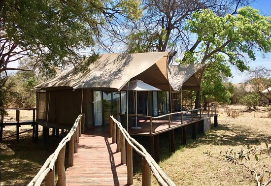 Zambezi National Park, Zimbabwe: This was more than a tent. This was a luxury 2 bedroom apartment made of canvas.