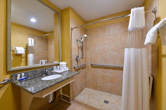 Plaquemine, LA: Handicap Two Bed Queen Bathroom