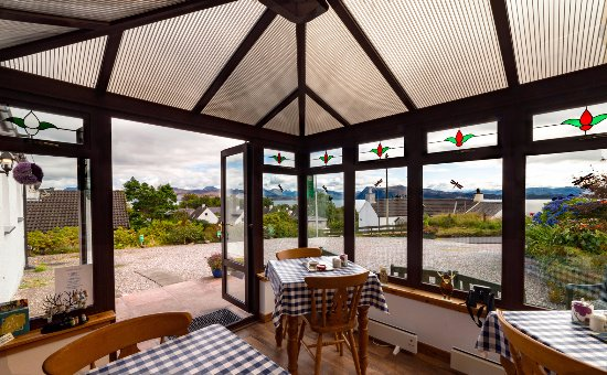 ‪‪Ardvasar‬, UK: Breakfast room with Views over the Loch Lovely room to enjoy the view over breakfast.‬