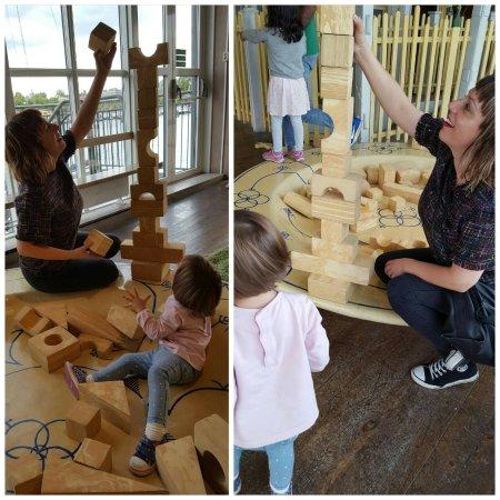 Junibacken : Yo jugando con mi hija que lo pasó genial !