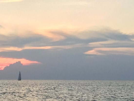Fish Creek Scenic Boat Tours: Loved the sailboat cruising against the sunset view.