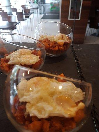 Nuestro porche para tomar algo o comer - Foto Cafeteria Restaurante Mercedes, Logrono - Tripadvisor