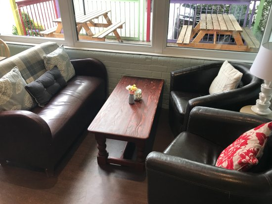 Warfield, UK: Cafe Seating