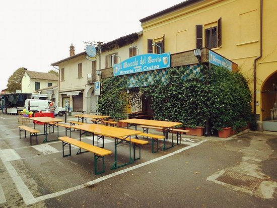 Bereguardo, İtalya: Ottimo servizio  , ottima birra  e locale originale  ! Consigliato