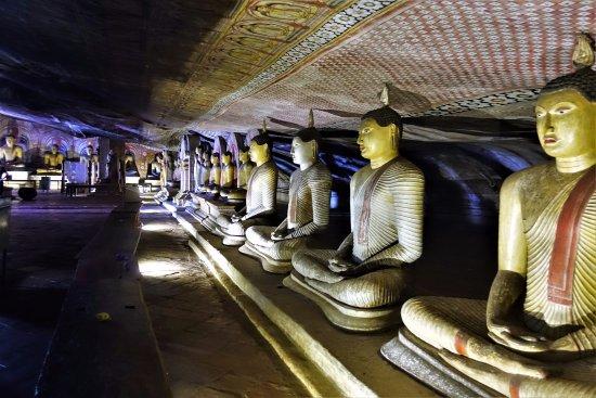 Νταμπούλα, Σρι Λάνκα: в храме