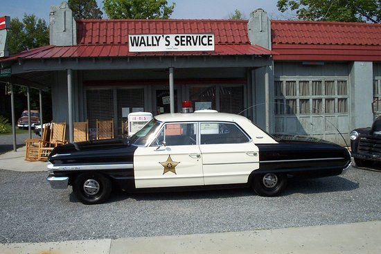 Mount Airy, Βόρεια Καρολίνα: Wally Service Station and Squad Car Tours