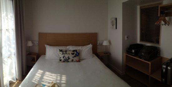 Aparte slaapkamer met schuifdeuren - Picture of La Villa Douce ...