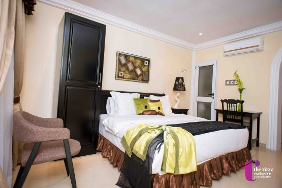 The Ritzz Exclusive Guest House: getlstd_property_photo